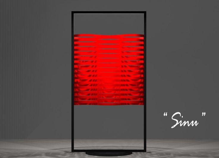 """""""Sinu"""" è una lampada da tavolo che ha una forma sinuosa, la stessa ripetuta, viene assemblata singolarmente all'interno di una cornice metallica tramite una guida. Integrato nel telaio, sono la luce a Led e il cavo di alimentazione, mentre la base è formata da un disco in metallo bloccato tramite due viti per la sua stabilità."""