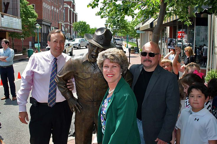 City of Clarksville hold Frank Sutton statue dedication