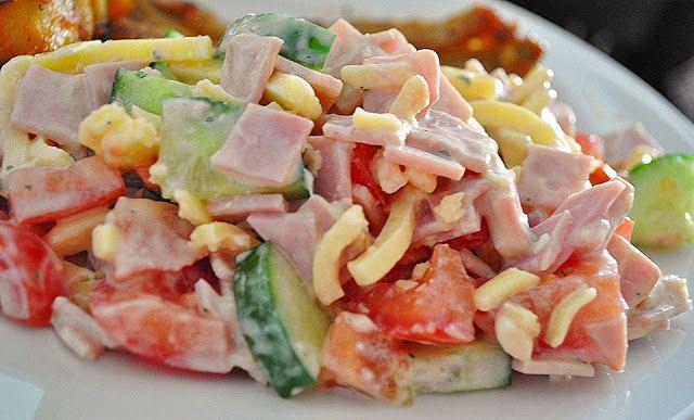 Zutaten    4 Tomate(n)  1 Salatgurke(n)  400 g Käse, (Emmentaler), gestiftelt  400 g Kochschinken  150 g Joghurt  1 Pck. Kräuter, ...