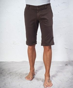 #45parallelo: brown #bermudas made in stretch fabric, dyed for a worn effect, 96% Cotton and 4% Elastane.