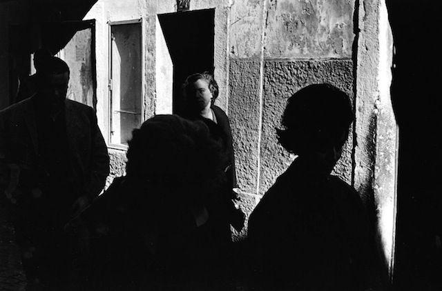Portugal, Neal Slavin http://www.fubiz.net/2015/01/09/black-and-white-instants-in-portugal/