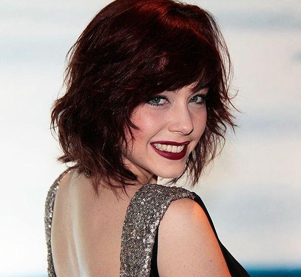 Resultado de imagem para cabelo preto avermelhado