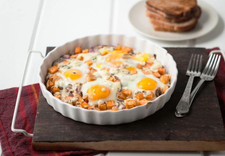 Ένα παραδοσιακό πιάτο με πατάτες, αυγά και φέτα στο φούρνο   Jenny.gr