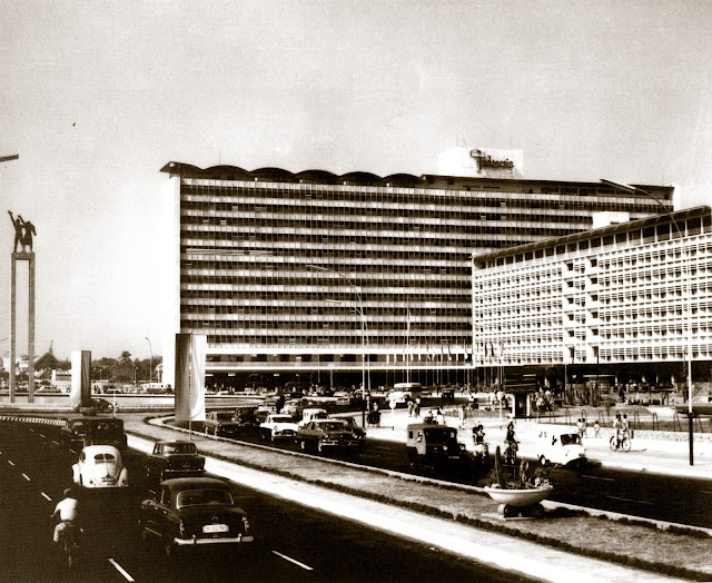 Hotel Indonesia seen from Jalan Thamrin - Jakarta, 1962.  I visited this hotel 1967-1970.