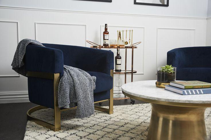 Sitting/Bar area