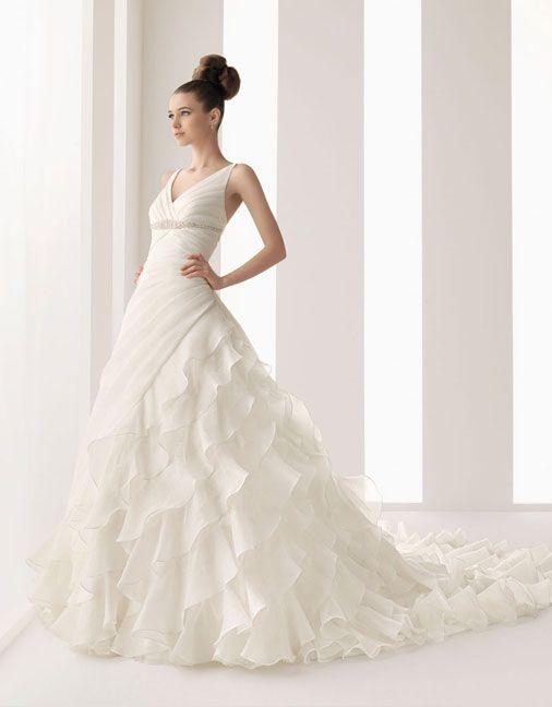 Elegant sleeveless ball gown floor length bridal gowns