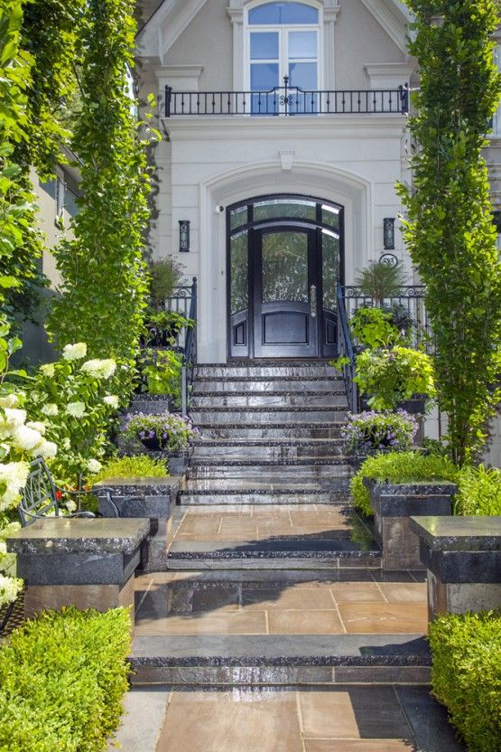 Urban narrow front entrance luxury home by hogan for Entrance landscape design