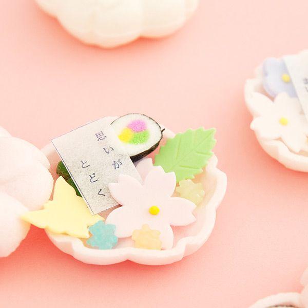 思わずきゅんと心がときめき、ワクワクが止まらない♡そんな子供心を思い出させてくれる和菓子、「そっとひらくと」石川県加賀市、山中温泉の有名老舗和菓子店「御菓子調進所 山海」さんがかわいいをコンセプトにして作り上げた芸術的な和菓子。開けた瞬間季節が広がる!女性に大人気、世界で1番フォトジェニックな和菓子間違いなし♡