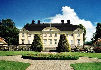 Hedenlunda Slott ligger mitt i Sörmland. Lämpligt för allt från en romantisk weekend till ett storslaget bröllop.