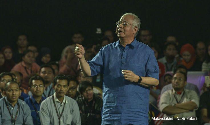 Tak pernah PM rasa berdebar begitu   Ada sejarah terpahat malam ini  sekurang-kurangnya begitulah pada pandangan Datuk Seri Najib Razak.  Sepanjang tempoh 41 tahun beliau dalam politik majlis dihadirinya di Kuala Lumpur sebentar tadi dianggap paling mendebarkannya.  Tak pernah PM rasa berdebar begitu  Bercakap pada sesi dialog program Transformasi Nasional 2050 (TN50) di Dewan Tunku Canselor Universiti Malaya perdana menteri berkata beliau nervous kerana berdepan dengan hadirin secara…