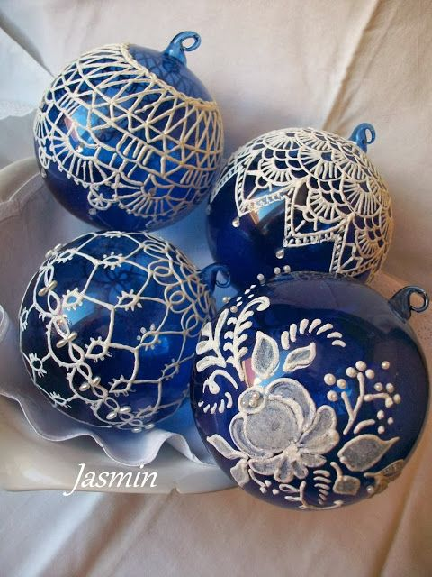 White paint pen (?) on blue glass balls. Lots of good pictures; text not English.