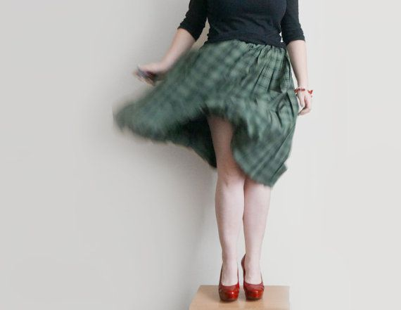 Vintage accordion pleated skirt in green, retro plaid skirt