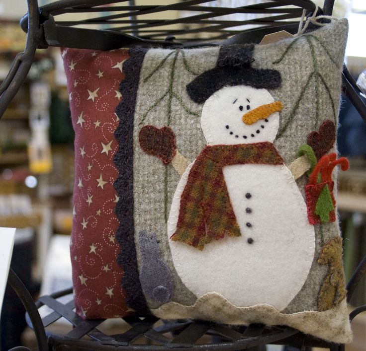 Snowman pillow, This one is a great inspiration to make one of my own.