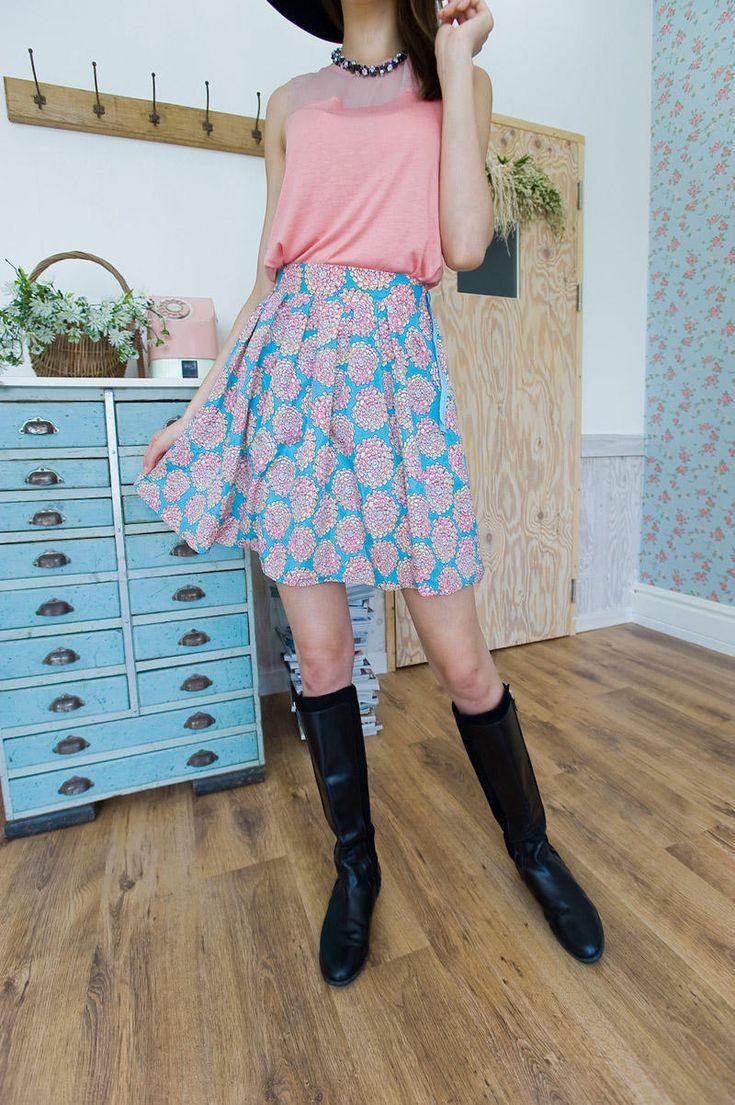 flower motif flare skirt from Kakuu Basic. Saved to Kakuu Basic Skirts. Shop more products from Kakuu Basic on Wanelo.