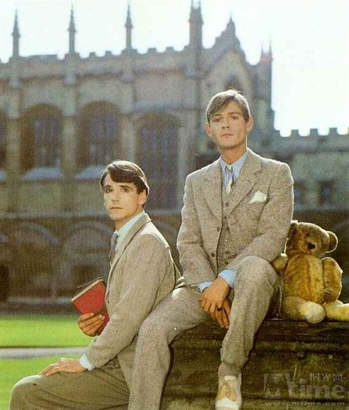 Anthony Andrews is the perfect Sebastian Flyte.