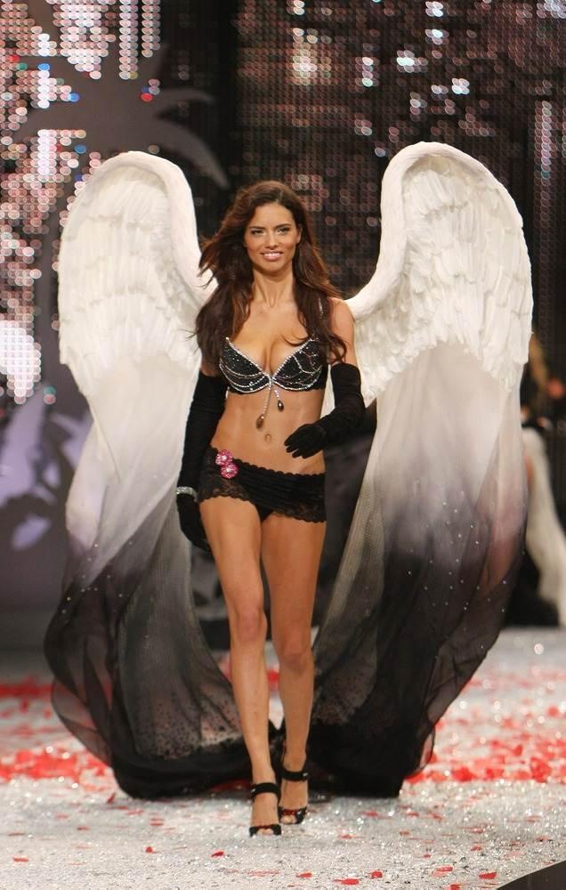 WOMEN'S MADNESS-bra «Black Diamond Fantasy Miracle Bra» with black diamonds worth $ 5 million