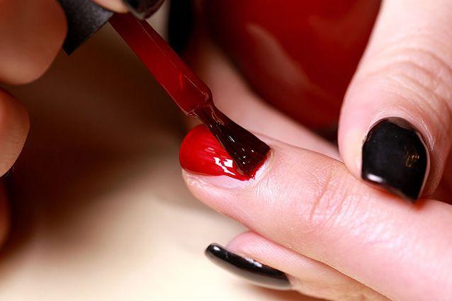 Come rimuovere da sole lo smalto gel senza rovinare le unghie