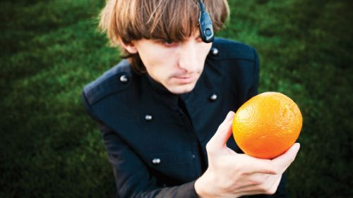 Neil Harbisson: I Listen To Color (Meet the First Legally Recognized Cyborg That Can Hear Colors) [VIDEO]