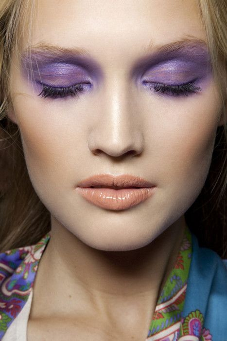 color washTony Garrn, Purple Eyeshadows, Lips Colours, Fashion Weeks, Cat Eye, Eye Makeup, Beautiful,  Lips Rouge, Colours Palettes