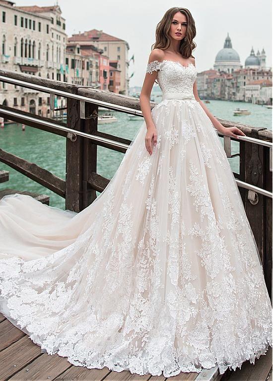 Acheter Fantastic Tulle Off-the-shoulder Neckline A-line Wedding Dress With Lace Appliques & Beadings pas cher chez Dressilyme.com