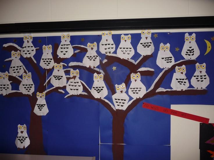Map juf Ineke: Uilen, VLL. Een boom vol met sneeuwuilen.Uitgangspunt is zestien vierkantjes.
