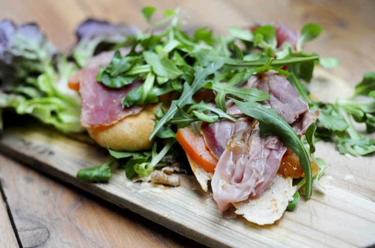 bruscetta with rucola and parma ham #lunch #food #lunchandwine