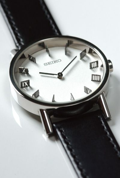 Seiko concept watch, sadly only a prototype. I would pay silly money for it!