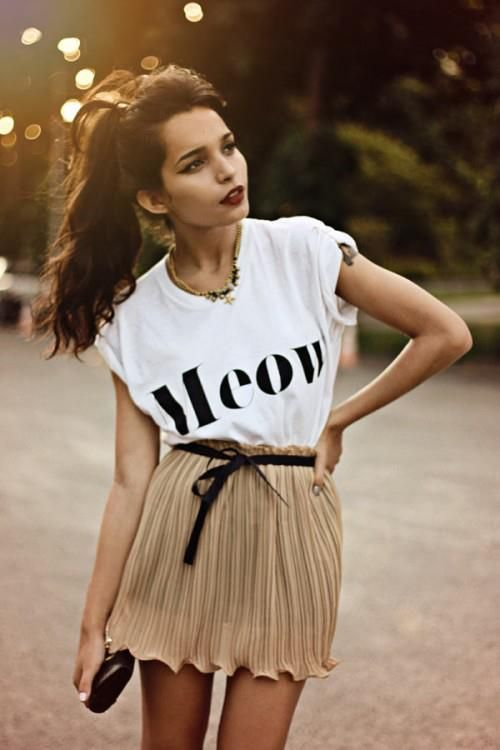 This is edgy.: Fashion, Graphics Tees Shirts, Cat Meow, Street Style, Red Lips, Summer Outfits, T Shirts, Summer Clothing, Pleated Skirts