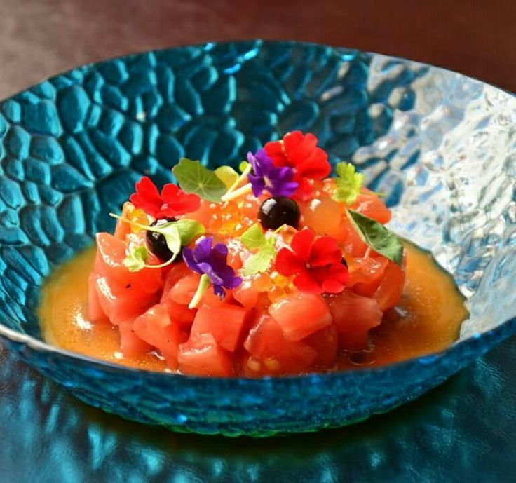#sabores #Saborestapas #tapas #Prague #tomato #salad #edible #flowers
