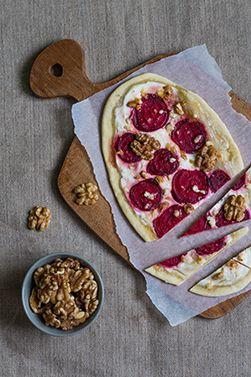 Herbstlicher Flammkuchen mit Roter Bete und Honig