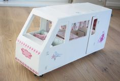 a beautiful little life: a birthday present .. Homemade Barbie camper van