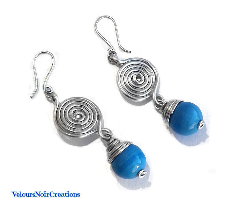 Earrings with handmade wire spiral metal and glass beads turquoise , by Velours Noir Crèations, 18,00 € su misshobby.com
