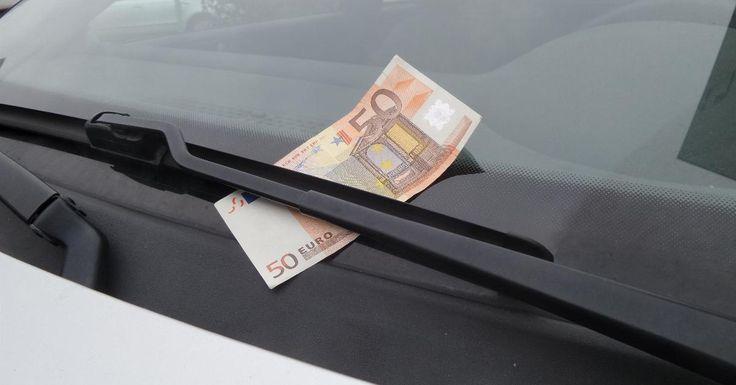 Als je onverwacht een briefje van 50 euro onder je ruitenwisser ziet zitten? NIET Uitstappen!