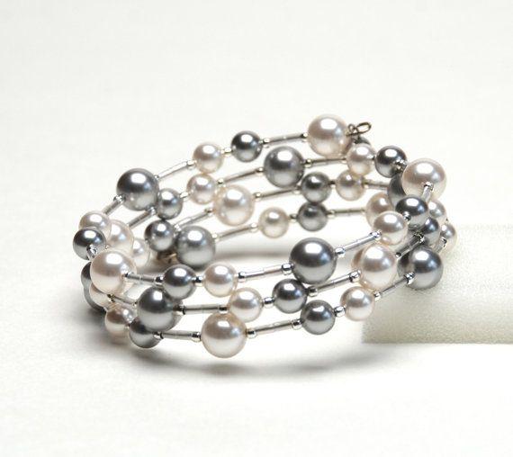 Muñeca grande flotante perla memoria alambre pulsera - brazalete de perlas de Swarovski en blanco y plata pulsera gris - tallas grandes - joyería hecha a mano