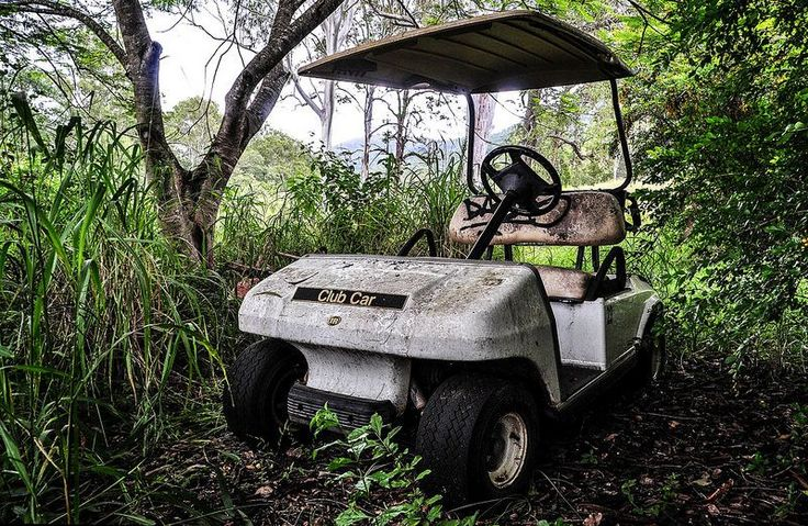 Check out four abandoned microcars, derelict bubble cars and even a golf cart in the weeds of a forgotten Australian country club.