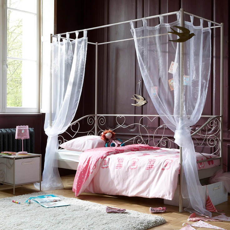 meidenkamer met droombed - grey wall girls bedroom -Everything, but the little girly stuff.
