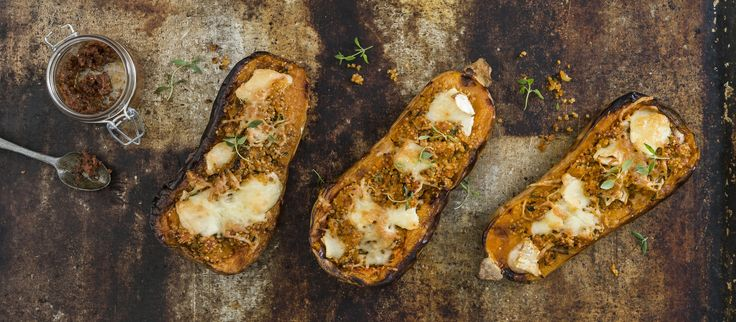 Myskikurpitsat täytetään kvinoa-vuohenjuustotäytteellä. Syö sellaisenaan kasvisruokana tai lisäkkeenä. Noin 2,75€/annos.