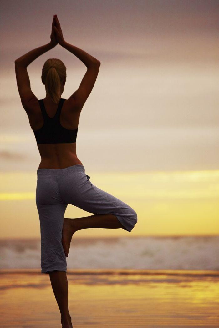 Siapa yang tidak ingin memiliki perut rata dan tidak buncit? Ternyata tidak sulit untuk dapat mengecilkan perut buncitmu loh, cukup ikuti 10 gerakan yoga ini yuk!