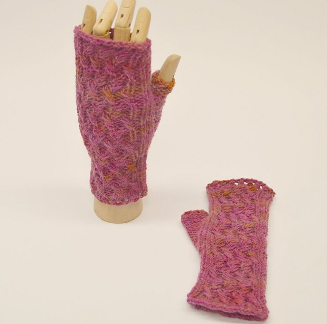 Ravelry: March Weather mitts pattern by Yellow Mleczyk #yellowmleczyk