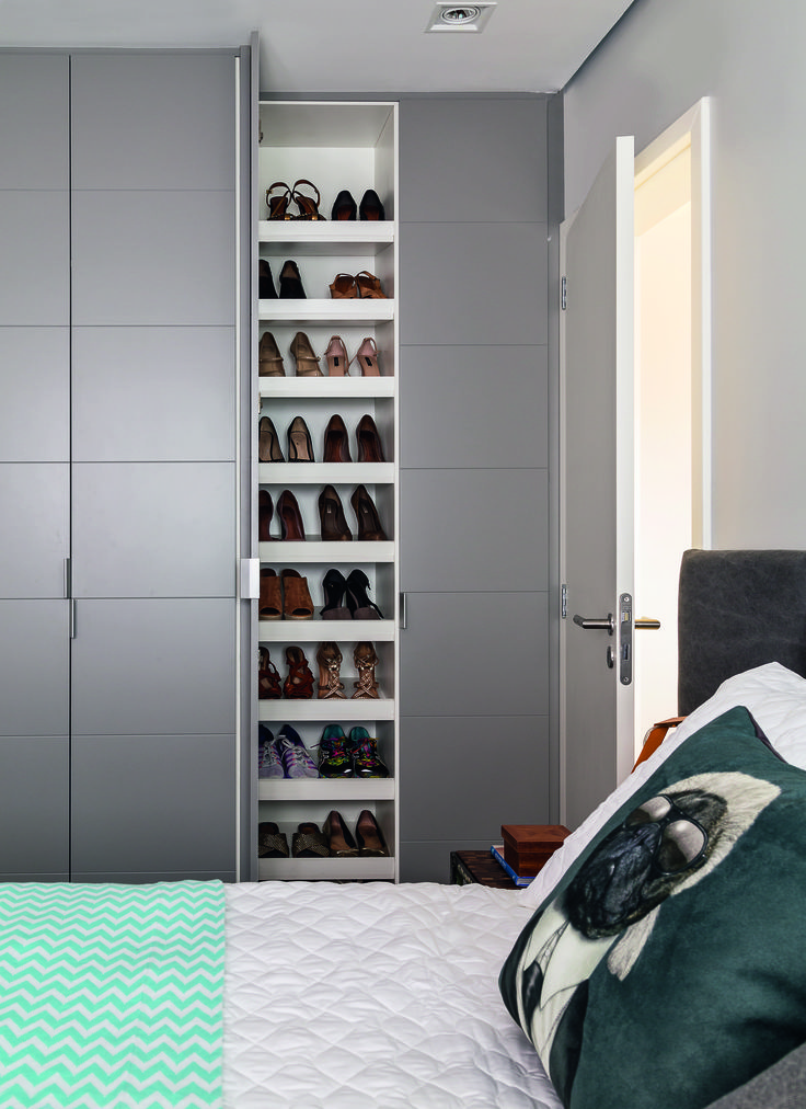 Deixar os sapatos sempre organizados pode ser uma missão difícil até para quem possui uma sapateira no quarto.