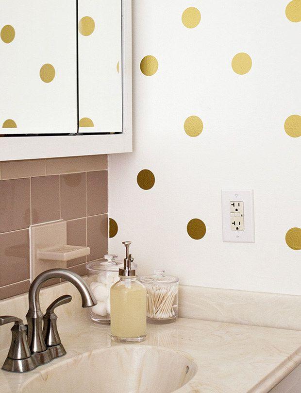 Cole pequenos adesivos e crie um desenho totalmente novo na parede!