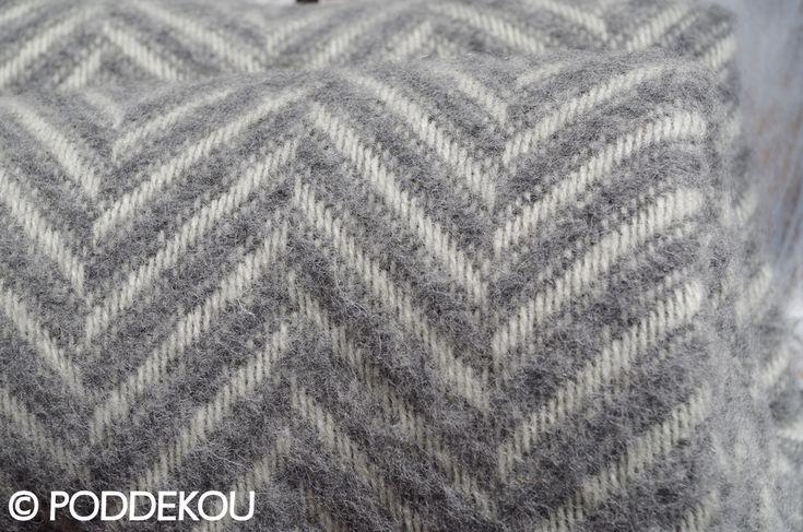 Sivá vlnená deka vzor rybia kosť   PODDEKOU