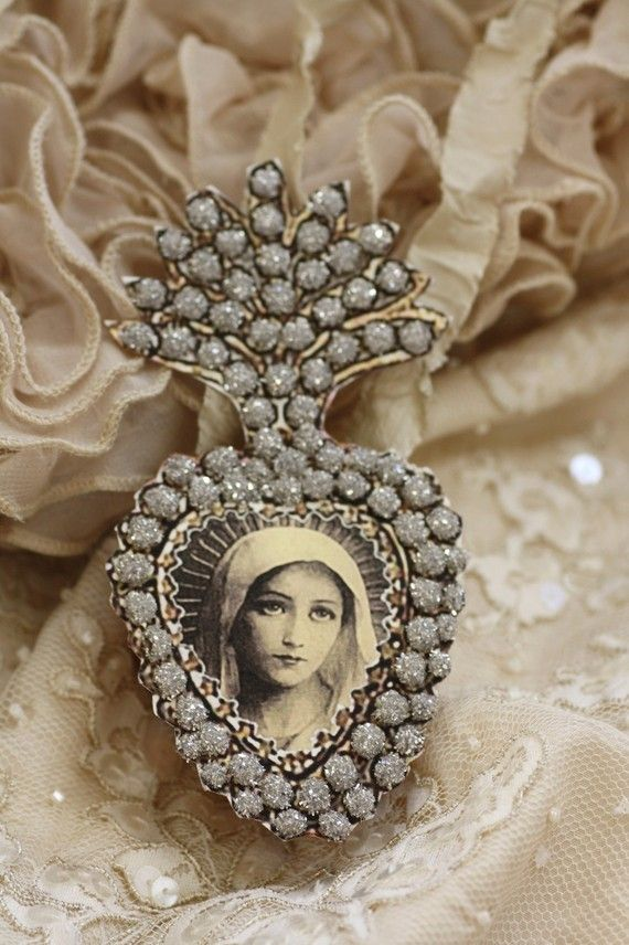 .: Lockets, Mothers Mary, Vintage Wardrobe, Vintage Brooches, Virgin Mary, Sacred Heart, Ex Voto, Vintage Life, Vintage Style