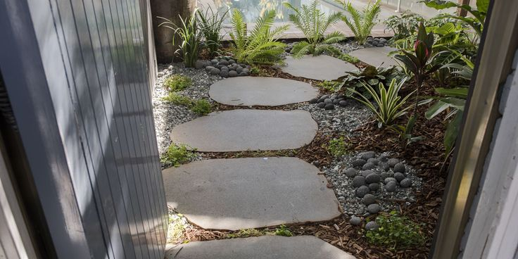 Combination of Stepping stones, blue metal, plants with splash of mulch and Stone pebbles. #stonepebbles #steppingstones #entrance #backyard