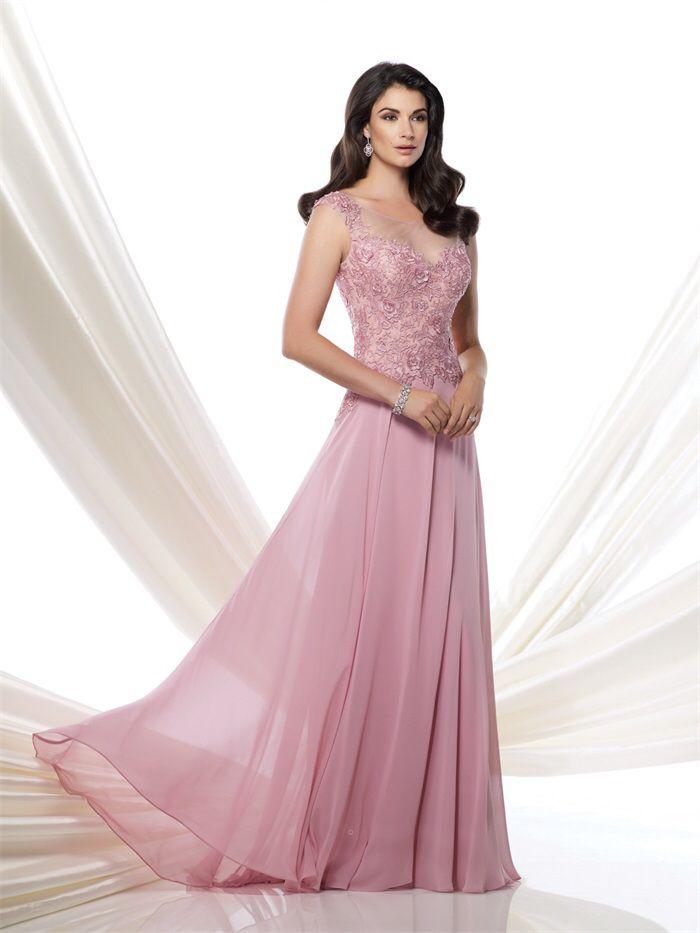 Prachtige lichtroze lange jurk van chiffon met top van kant. Voorzijde.