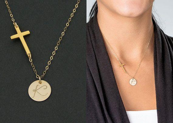 Gold Kreuz erste Halskette. Personalisierte von KESTJewelry auf Etsy