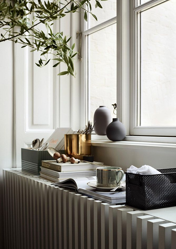 The year hasn't ended yet, but interior brands are already looking forward to the spring. H&M Home has released its spring 2017 collection and it's filled with naturalmaterials and neutral tones. The occasional pink and blue bring some color to the spring collection. I love the soft tones of this spring collection by H&M and …