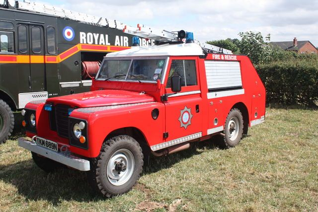 File:Land Rover Fire engine - TKM 889M at Barton Gate 2010