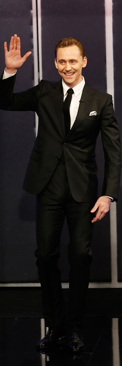 Tom Hiddleston on Jimmy Kimmel Live on March 9, 2017. Full size image: https://wx2.sinaimg.cn/large/6e14d388gy1fgdw9c06yqj21jk2bcx6p.jpg Via Torrilla (https://m.weibo.cn/status/4116451466273300#&gid=1&pid=4 )