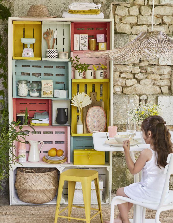 DIY récup : créer un meuble de rangement en cagettes - Marie Claire Idées